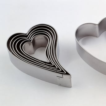 Plain Contemporary Heart 7 Piece Cookie Cutter Professional